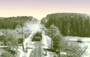 """<br />  Auch die """"verstümmelten 01"""" waren in Thüringen zu Hause,<br />  und zwar im BW Meiningen. <br /> Gleich wird die Meininger 62 010 mit D 298 (Lichtenfels-Eisenach) den auf einer Brücke bei Reurieth stehenden <br />  C. Bellingrodt """"einnebeln"""", 5. Juni 1933"""